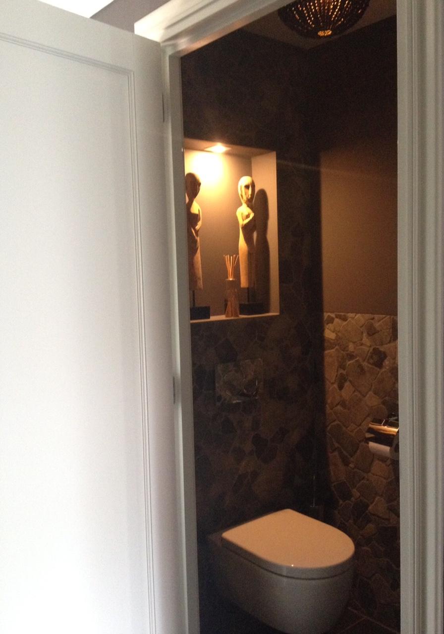 Grote metamorfose van het kleinste kamertje restyle your house - Kleine kamer d water met toilet ...